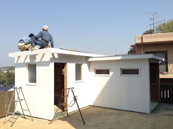 白い小屋造り